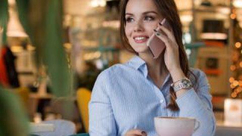 บทสนทนาภาษาอังกฤษ ถามเวลาขณะคุยโทรศัพท์
